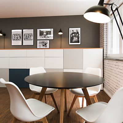 Einrichtung-Buero-Tisch.jpg
